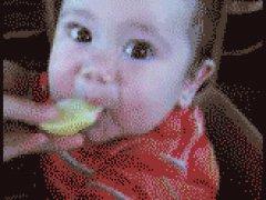 Ребенок и лимон