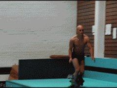 Оделся в прыжке