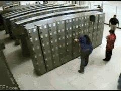 Падение шкафчиков