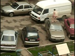 Прыгающий по машинам