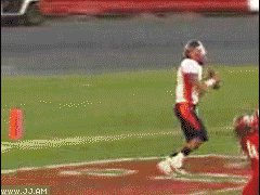 Упал на спину, но поймал мяч