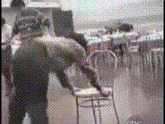 Неудавшийся трюк со стулом