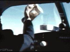 Наливание кофе в полёте