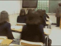 Японские школьницы на уроке