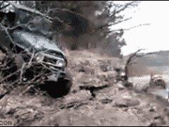 Ловко выпрыгнул из джипа