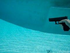 Выстрел из пистолета под водой