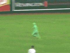 Зеленый человек на поле